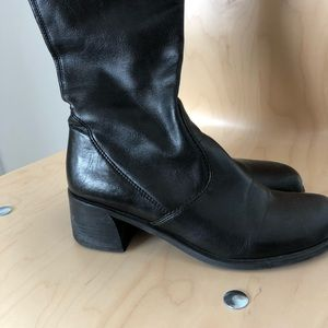 Retro synthetic boots, in good shape